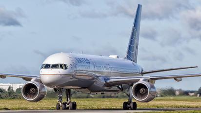 N12109 - United Airlines Boeing 757-200