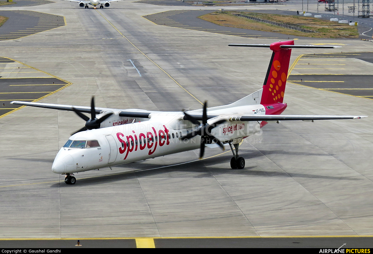 SpiceJet VT-SUC aircraft at Mumbai - Chhatrapati Shivaji Intl