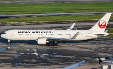 JA618J - JAL - Japan Airlines Boeing 767-300ER
