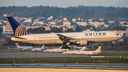 N649UA - United Airlines Boeing 767-300ER