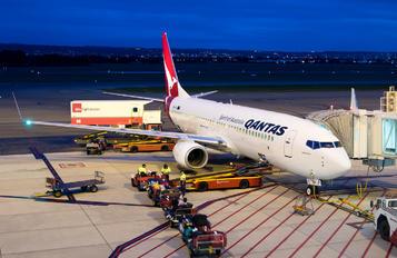 VH-VXI - QANTAS Boeing 737-800