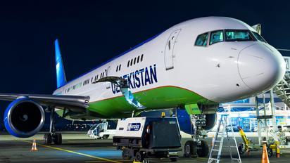 UK75700 - Uzbekistan Airways Boeing 757-200