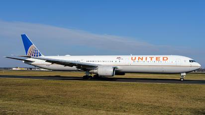 N76064 - United Airlines Boeing 767-400ER