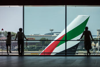 - - Emirates Airlines - Airport Overview - People, Pilot