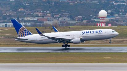 N665UA - United Airlines Boeing 767-300ER