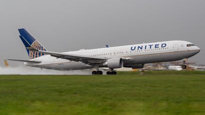 N677UA - United Airlines Boeing 767-300ER