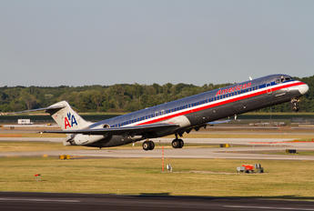 N568AA - American Airlines McDonnell Douglas MD-83