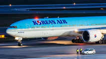 HL8208 - Korean Air Boeing 777-300ER aircraft