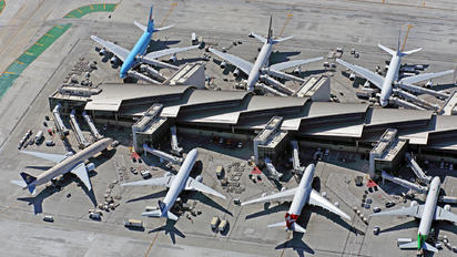 - - United Airlines - Airport Overview - Apron