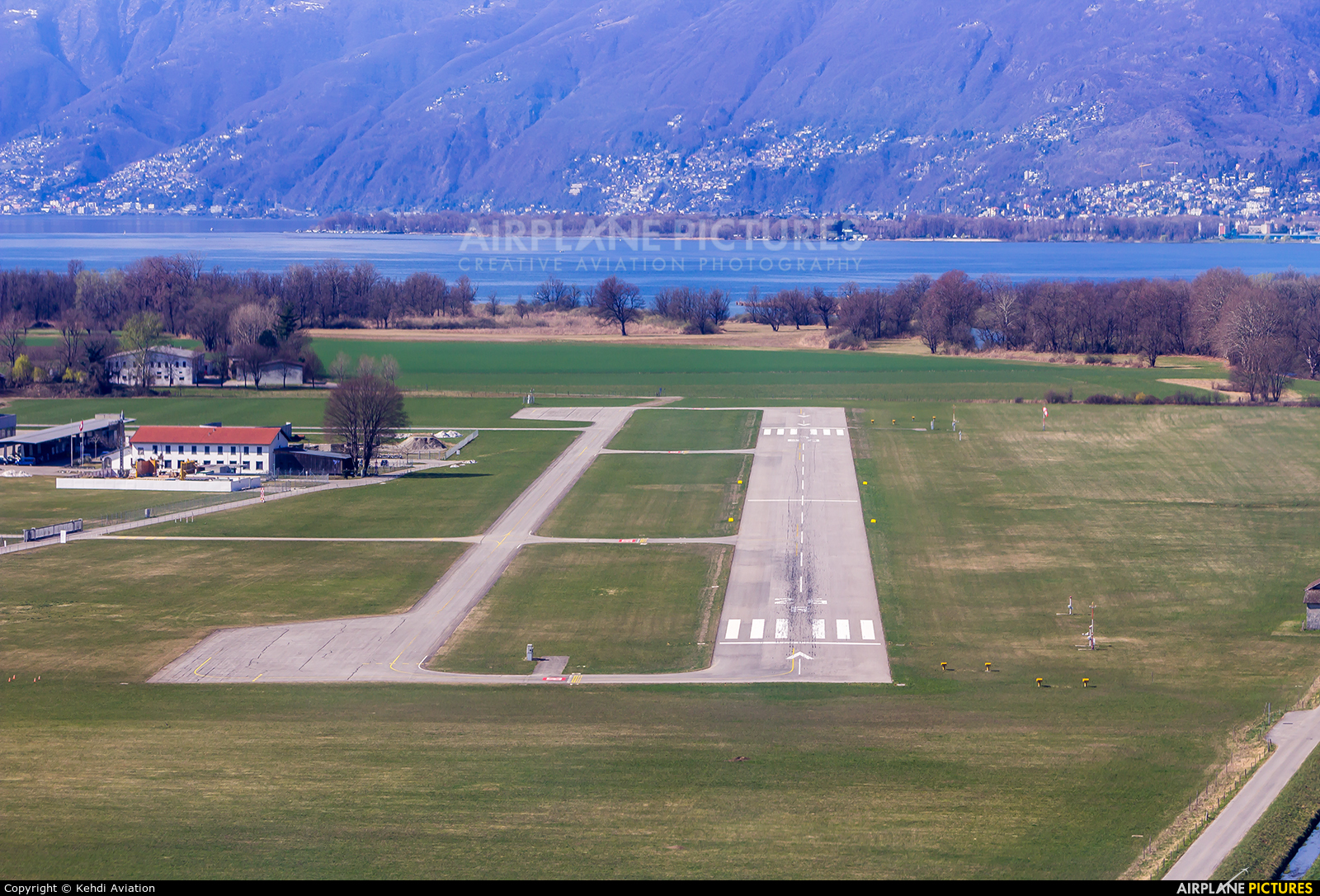 - Airport Overview - aircraft at Locarno