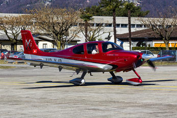 HB-KJB - Private Cirrus SR22