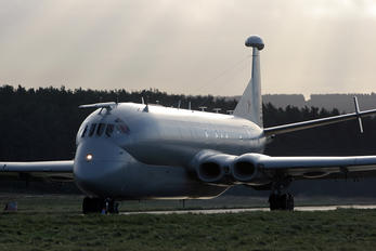 XW665 - Royal Air Force British Aerospace Nimrod R.1