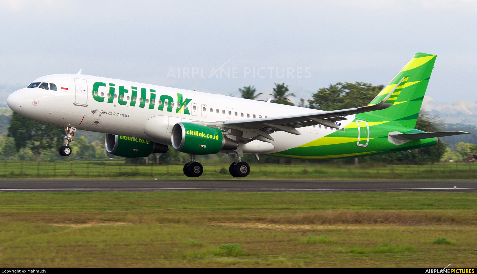 Pk gqm citilink airbus a320 at sultan iskandar muda international citilink pk gqm aircraft at sultan iskandar muda international airport aceh reheart Image collections