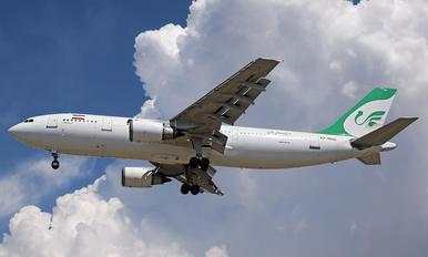 EP-MNN - Mahan Air Airbus A300F4-605R