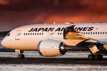 JA842J - JAL - Japan Airlines Boeing 787-8 Dreamliner
