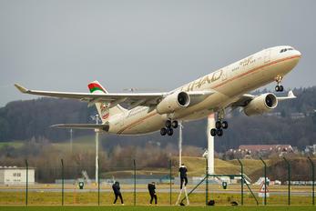 A6-AFD - Etihad Airways Airbus A330-300