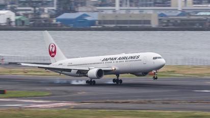 JA8986 - JAL - Japan Airlines Boeing 767-300