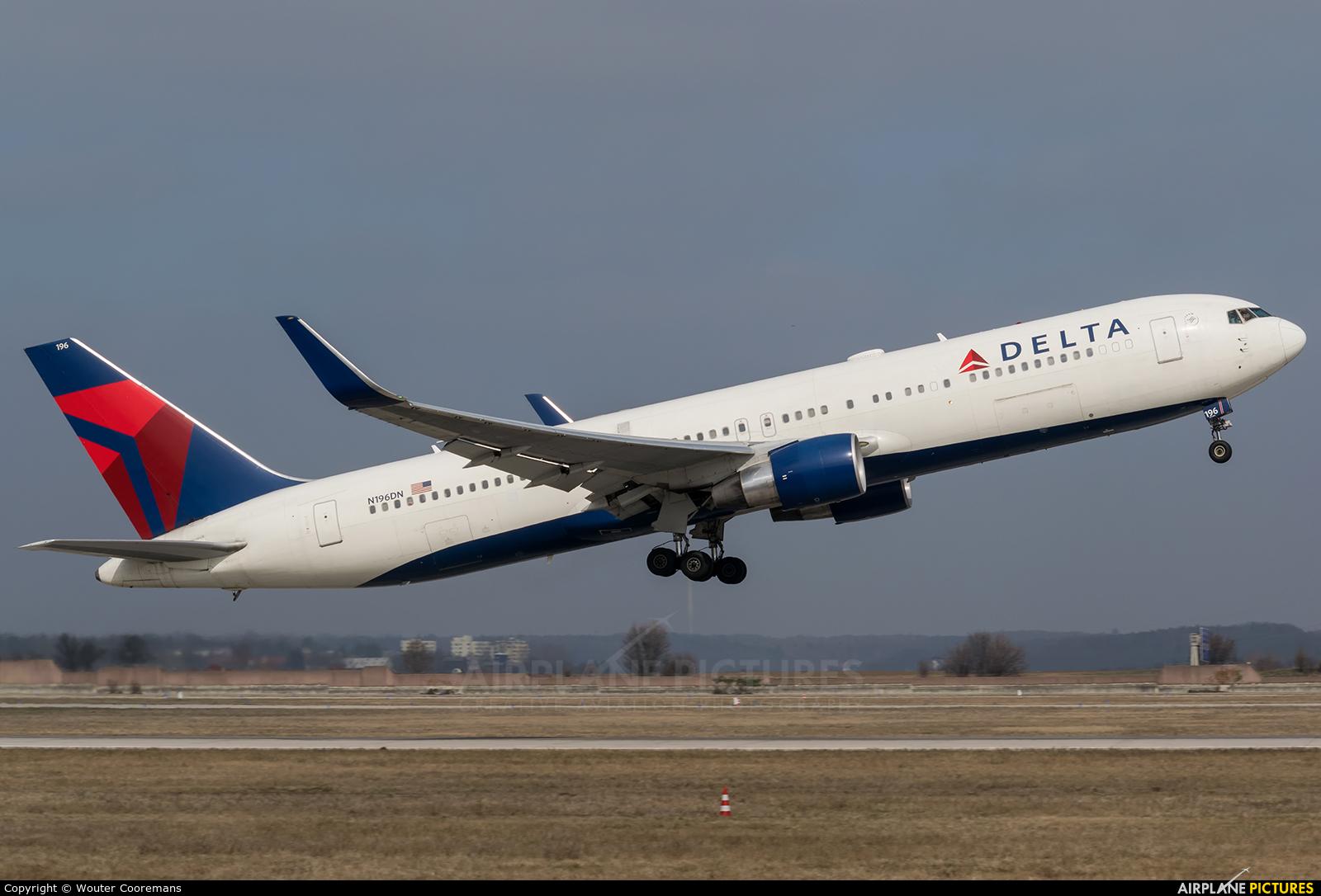 Delta Air Lines N196DN aircraft at Stuttgart