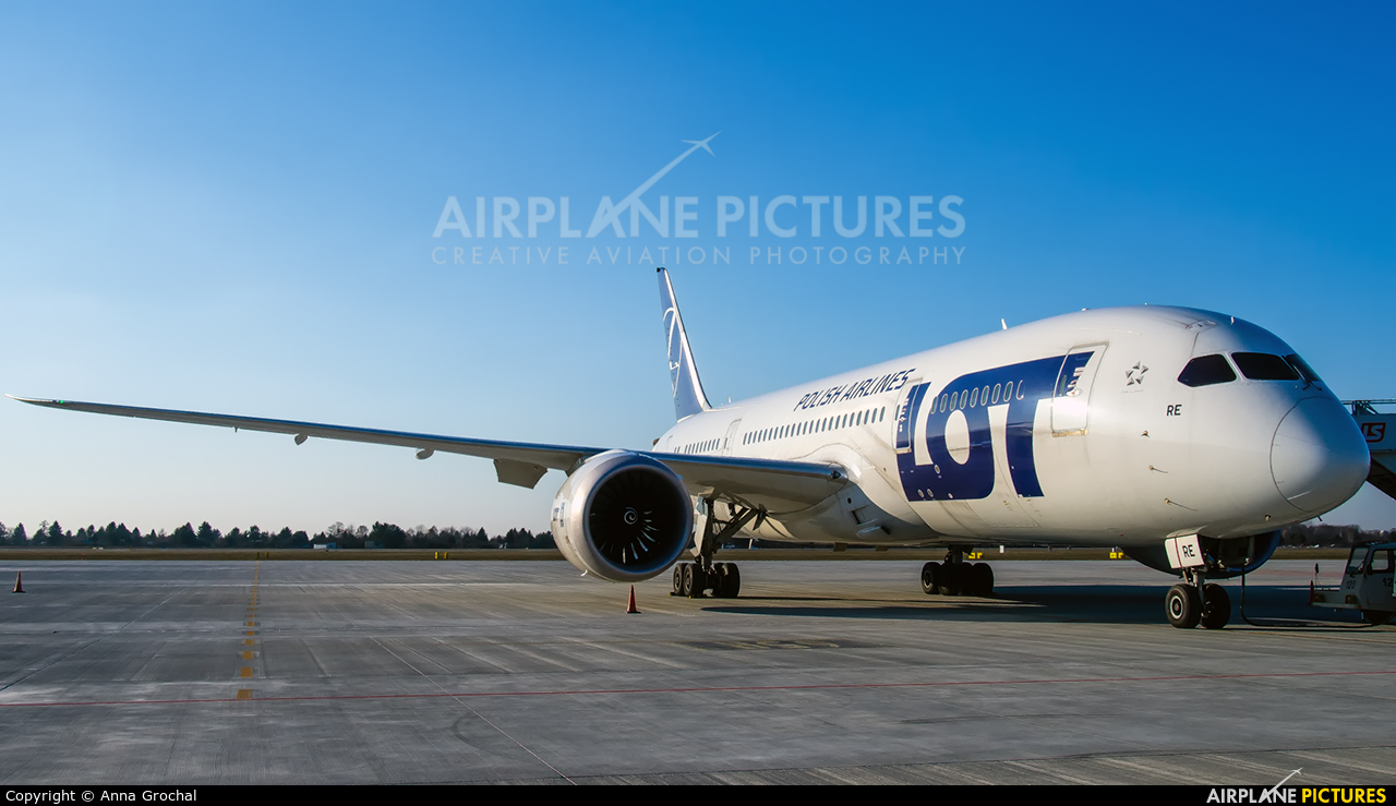 LOT - Polish Airlines SP-LRE aircraft at Warsaw - Frederic Chopin