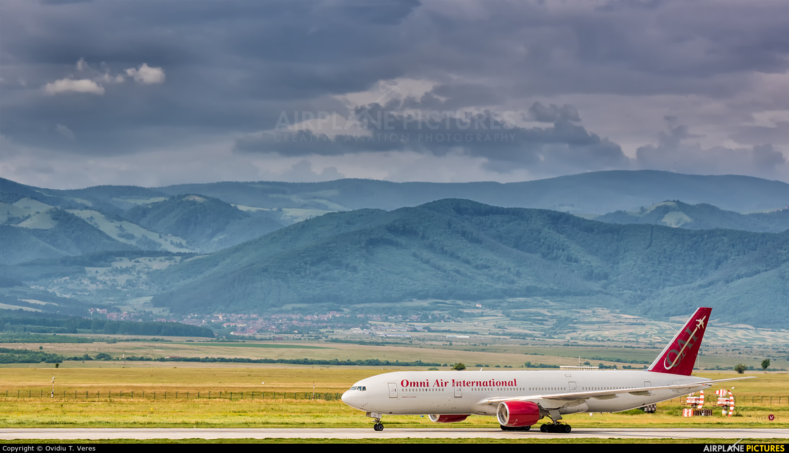 Omni Air International N927AX aircraft at Sibiu