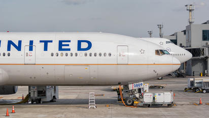 N209UA - United Airlines Boeing 777-200ER