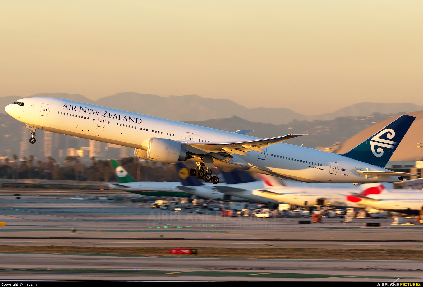 Air New Zealand ZK-OKM aircraft at Los Angeles Intl