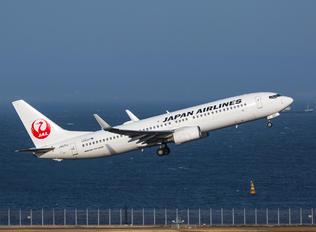 JA331J - JAL - Japan Airlines Boeing 737-800