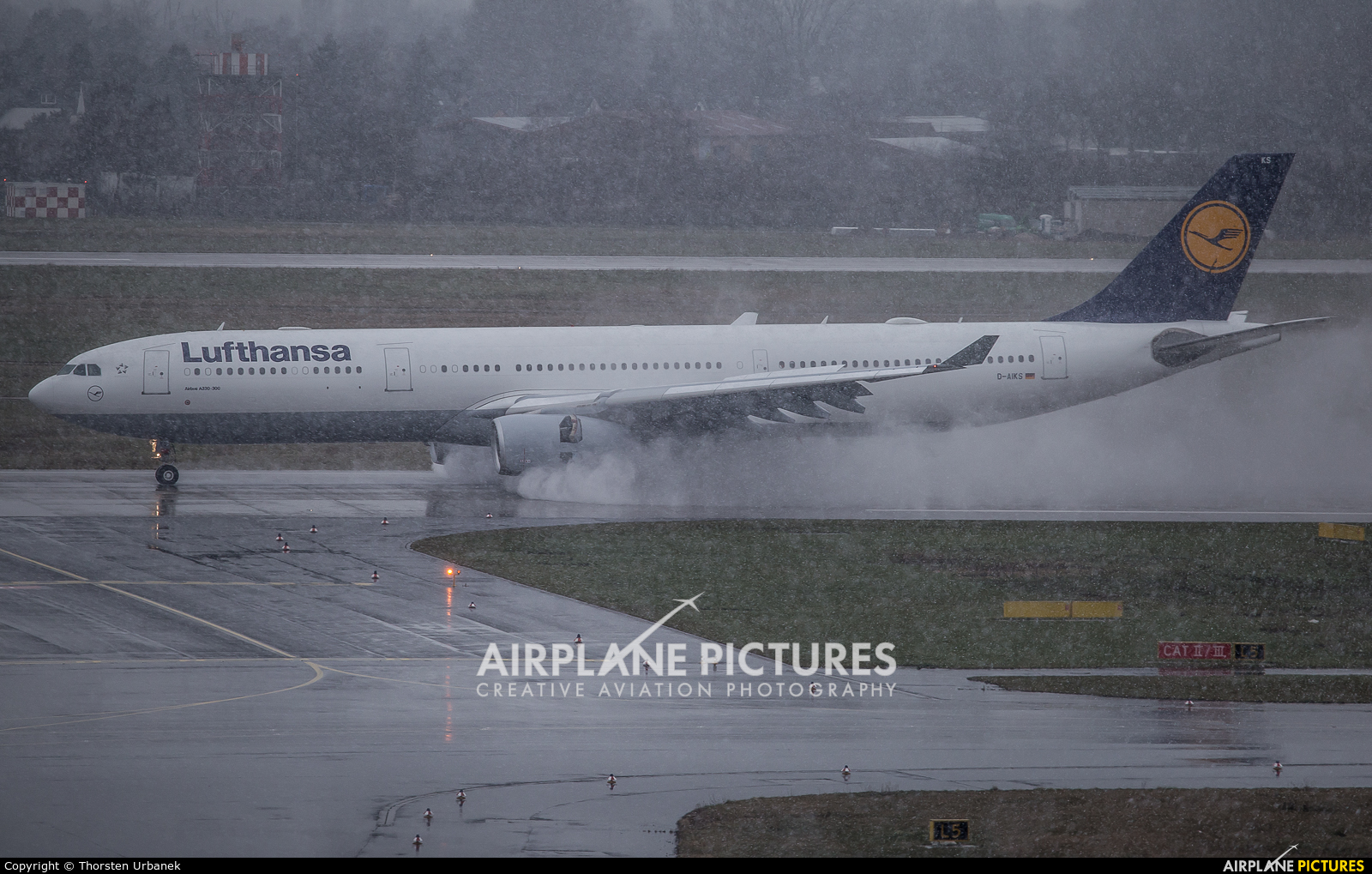 Lufthansa D-AIKS aircraft at Düsseldorf