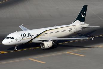 AP-BLC - PIA - Pakistan International Airlines Airbus A320