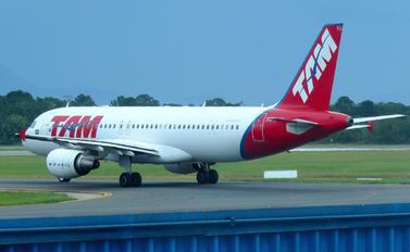 PR-MYU - TAM Airbus A320