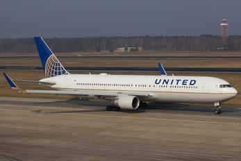 N671UA - United Airlines Boeing 767-300ER