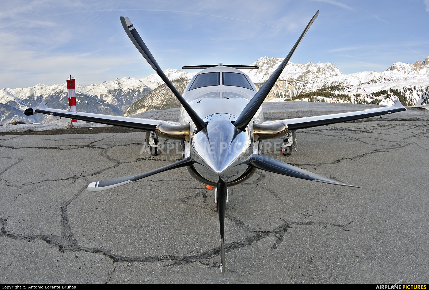 Private T7-PBL aircraft at Courchevel
