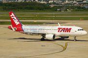 PR-TYH - TAM Airbus A320 aircraft