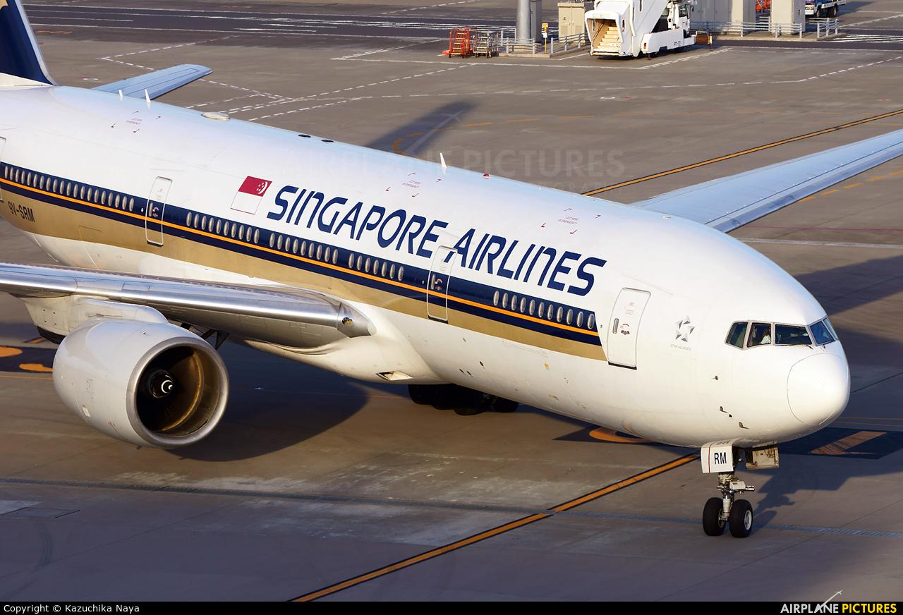 Singapore Airlines 9V-SRM aircraft at Tokyo - Haneda Intl
