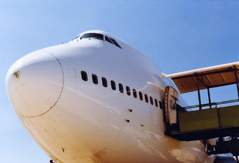 - - Singapore Airlines Boeing 747-400