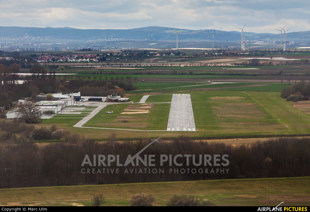 - Airport Overview - aircraft at Worms