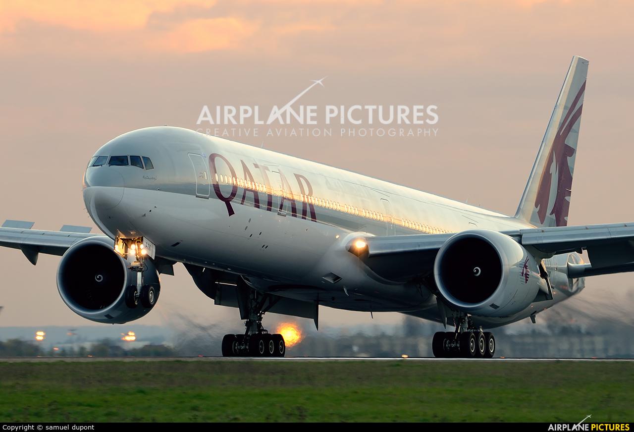 Qatar Airways A7-BAM aircraft at Paris - Charles de Gaulle