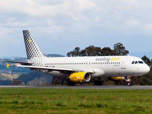 EC-LRA - Vueling Airlines Airbus A320