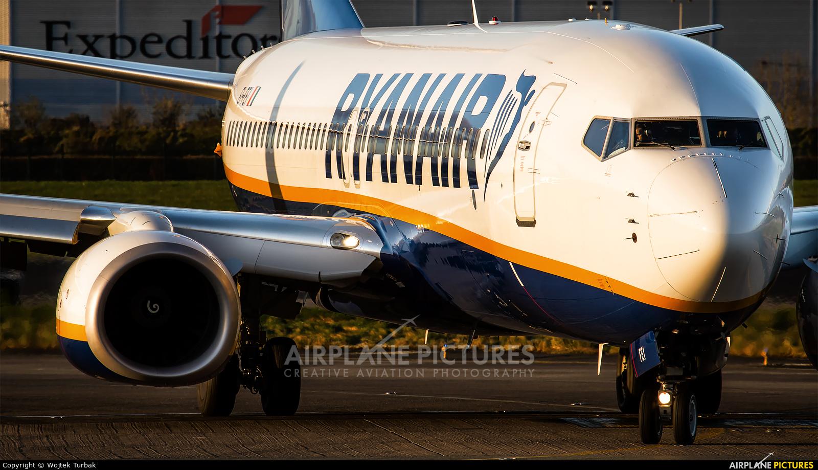 Ryanair EI-FEI aircraft at Dublin