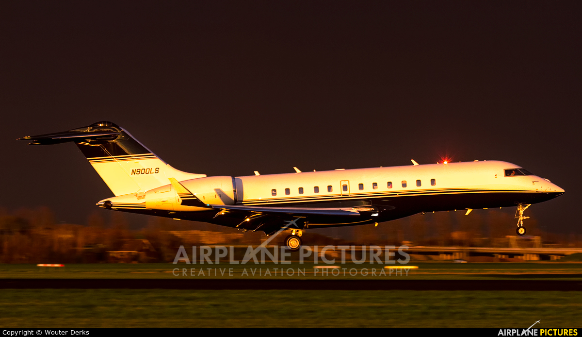 Private N900LS aircraft at Amsterdam - Schiphol