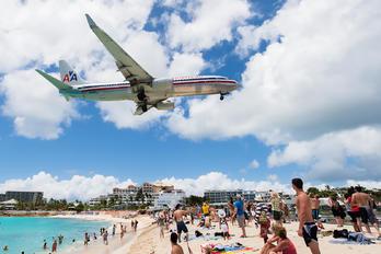 N882NN - American Airlines Boeing 737-800