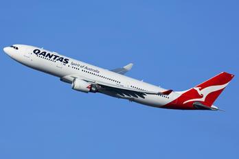 VH-EBF - QANTAS Airbus A330-200