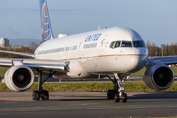 N13138 - United Airlines Boeing 757-200