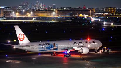 JA733J - JAL - Japan Airlines Boeing 777-300ER