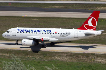 TC-JLP - Turkish Airlines Airbus A319
