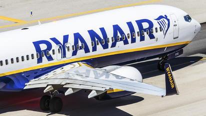 EI-FIS - Ryanair Boeing 737-800