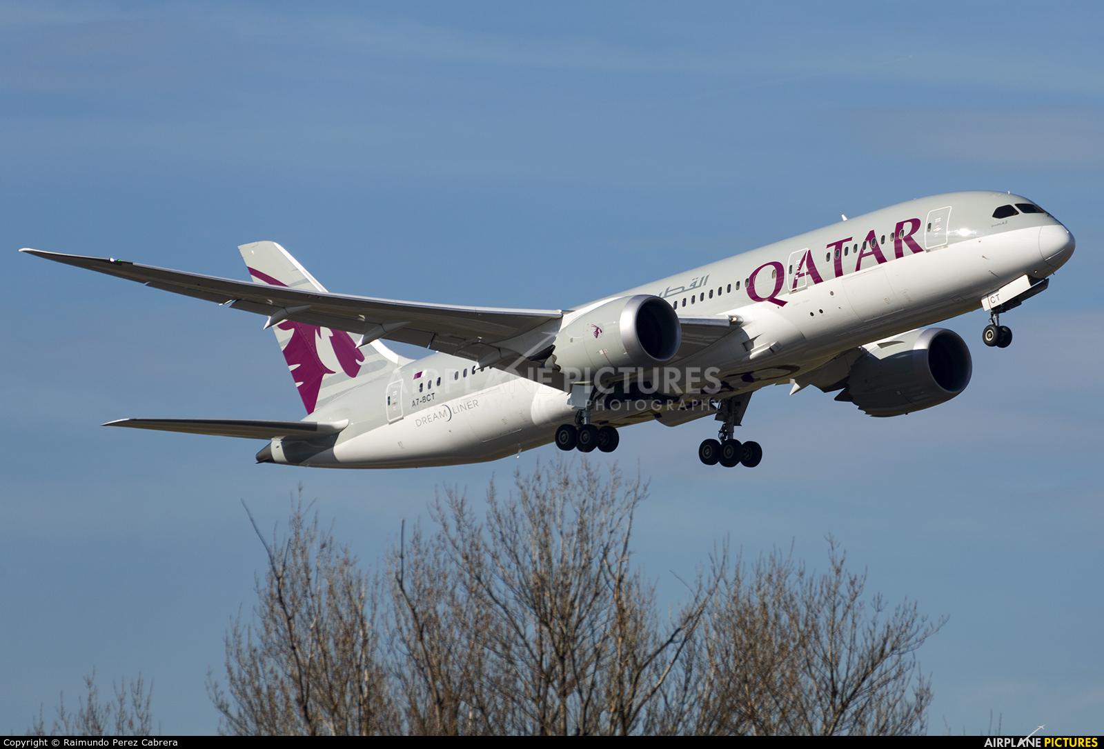 A7 bct qatar airways boeing 787 8 dreamliner at madrid for Oficina qatar airways madrid