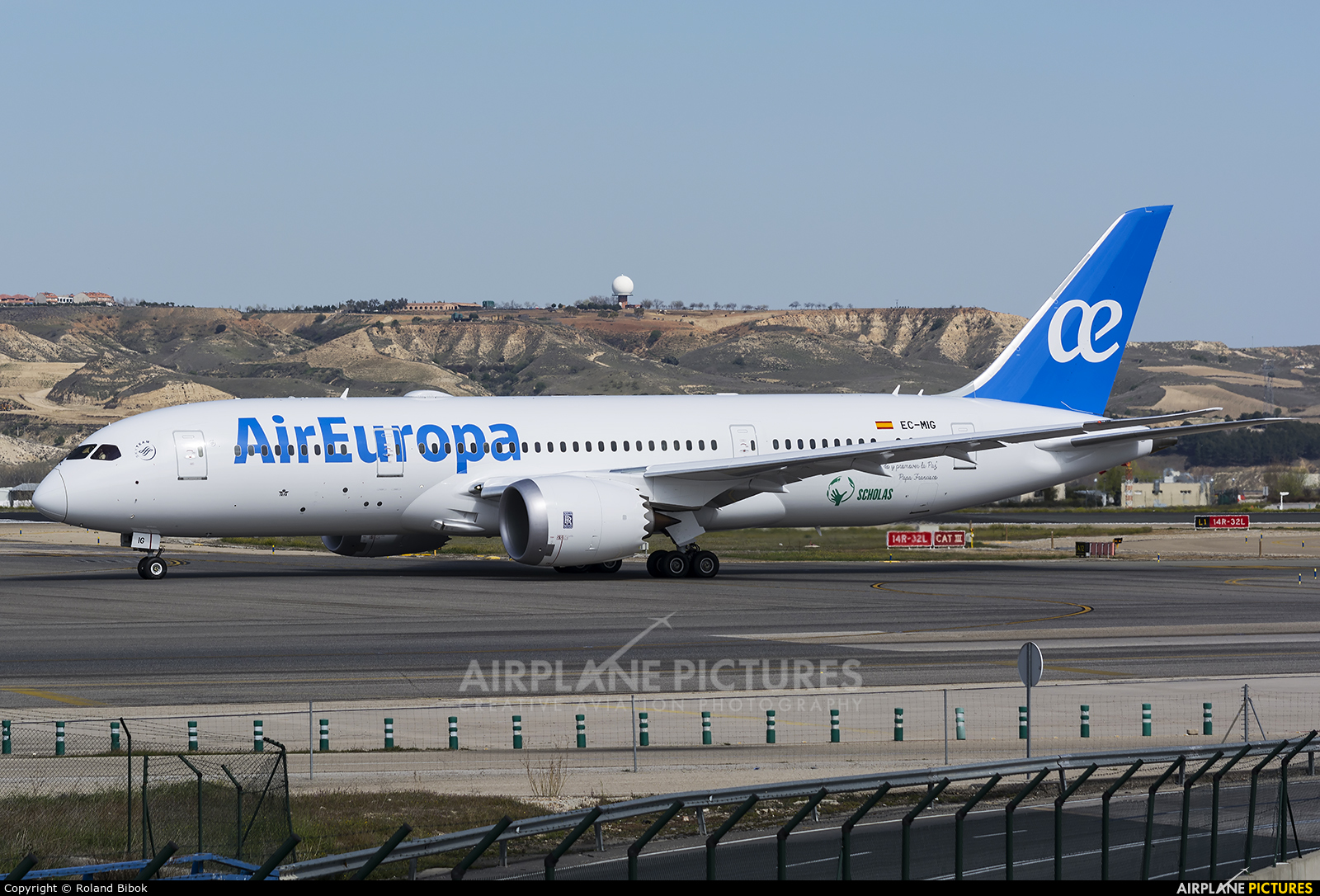 Ec mig air europa boeing 787 8 dreamliner at madrid for Interior 787 air europa