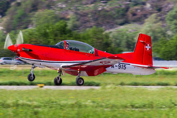 A-915 - Switzerland - Air Force: PC-7 Team Pilatus PC-7 I & II