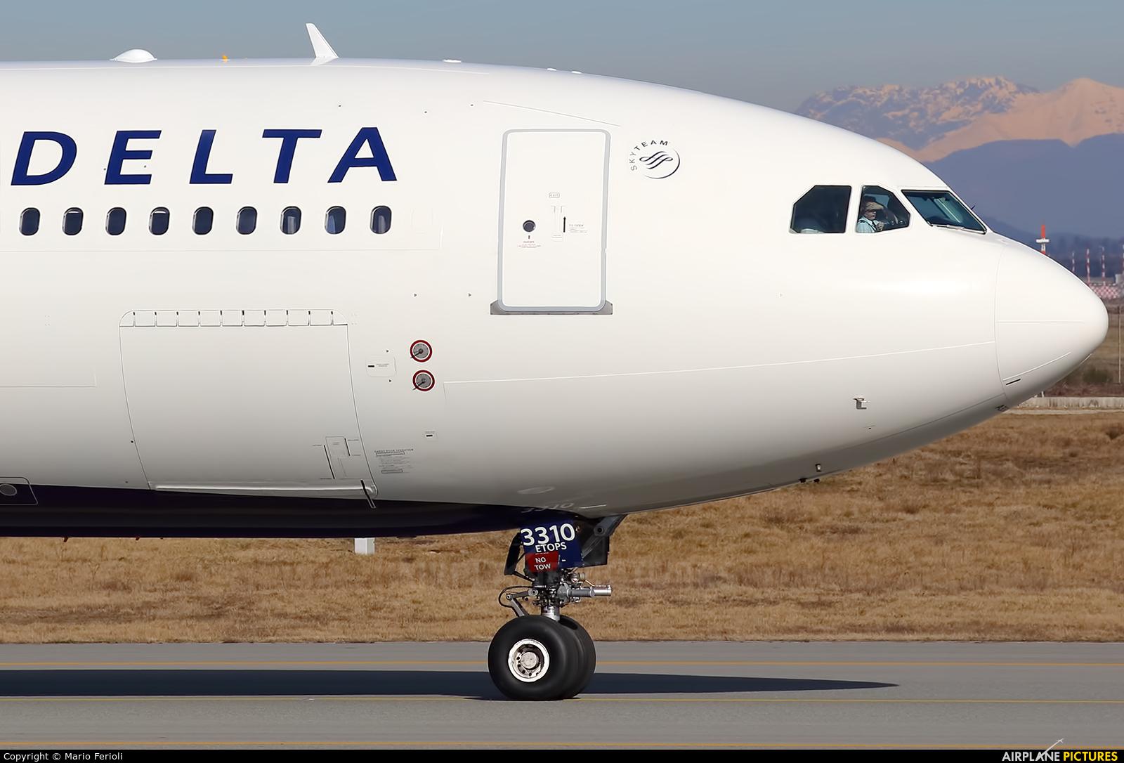 Delta Air Lines N810NW aircraft at Milan - Malpensa